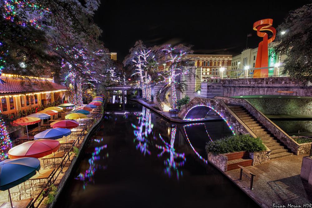 Riverwalk_christmas_lights